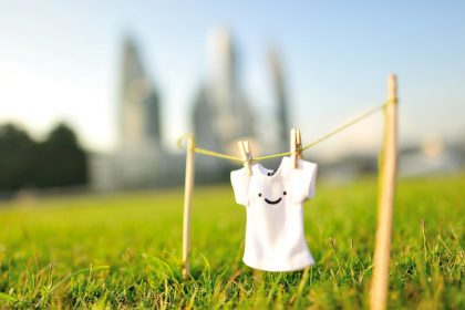 Happy-T-shirt-in-the-nature-HD-wallpaper_1920x1200