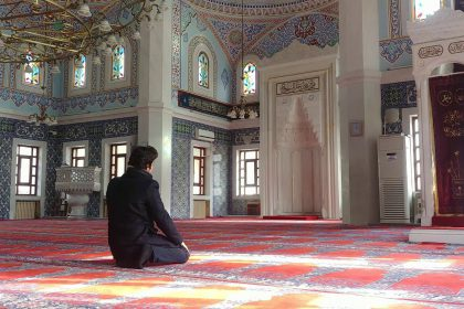 rsz_muslim-man-prays-