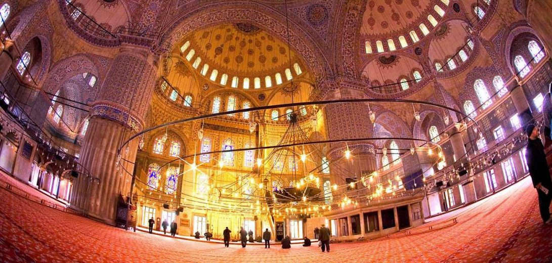 Inside-The-Blue-Mosque-In-Istanbul