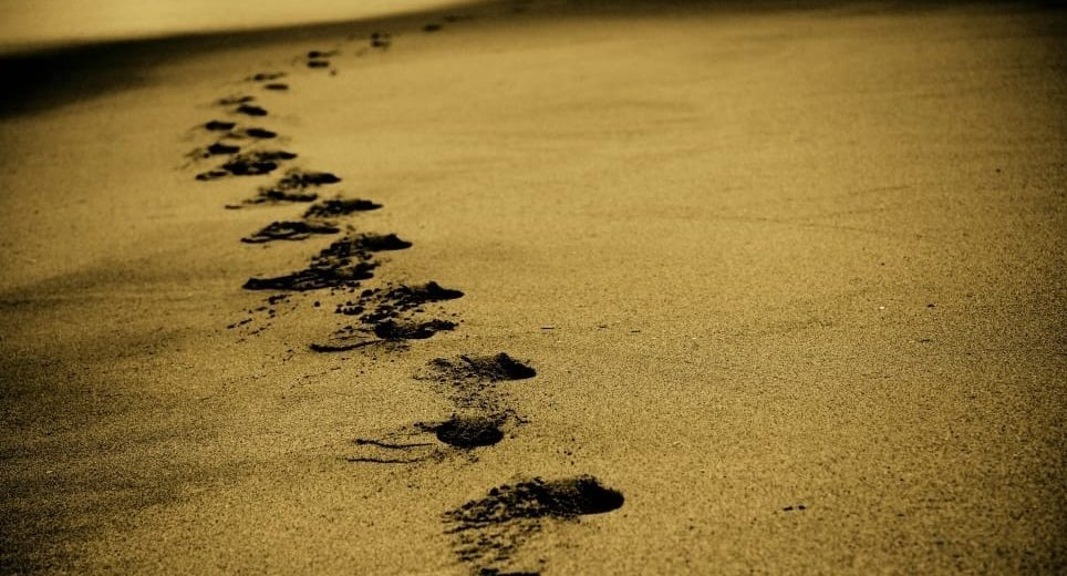 sand-footsteps-footprints-beach-wallpaper-preview