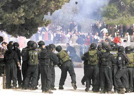 CLASHES ON TEMPLE MOUNT IN JERUSALEM